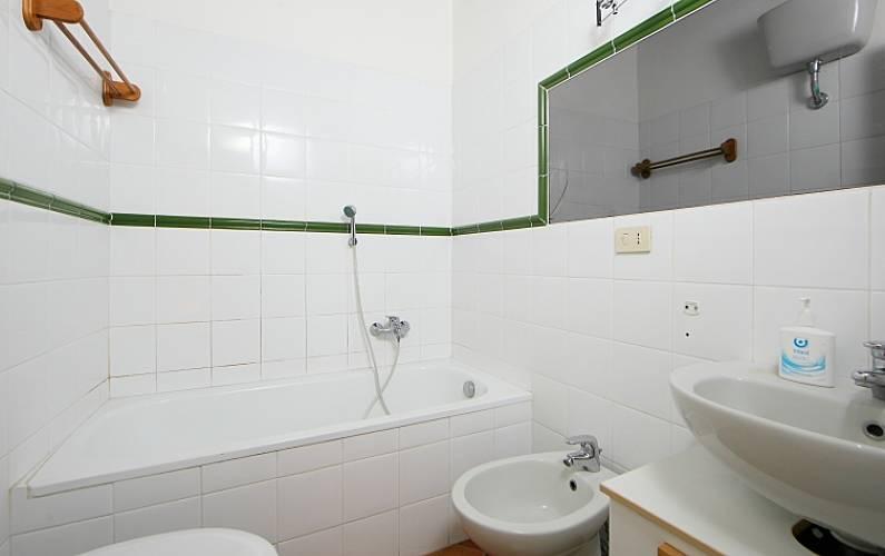 Appartamento per 7 persone con piscina falcognana di for Piani di casa sotto 500 piedi quadrati