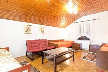 Apartamento para 5 personas en izola isola no ed izola for Fenda muebles