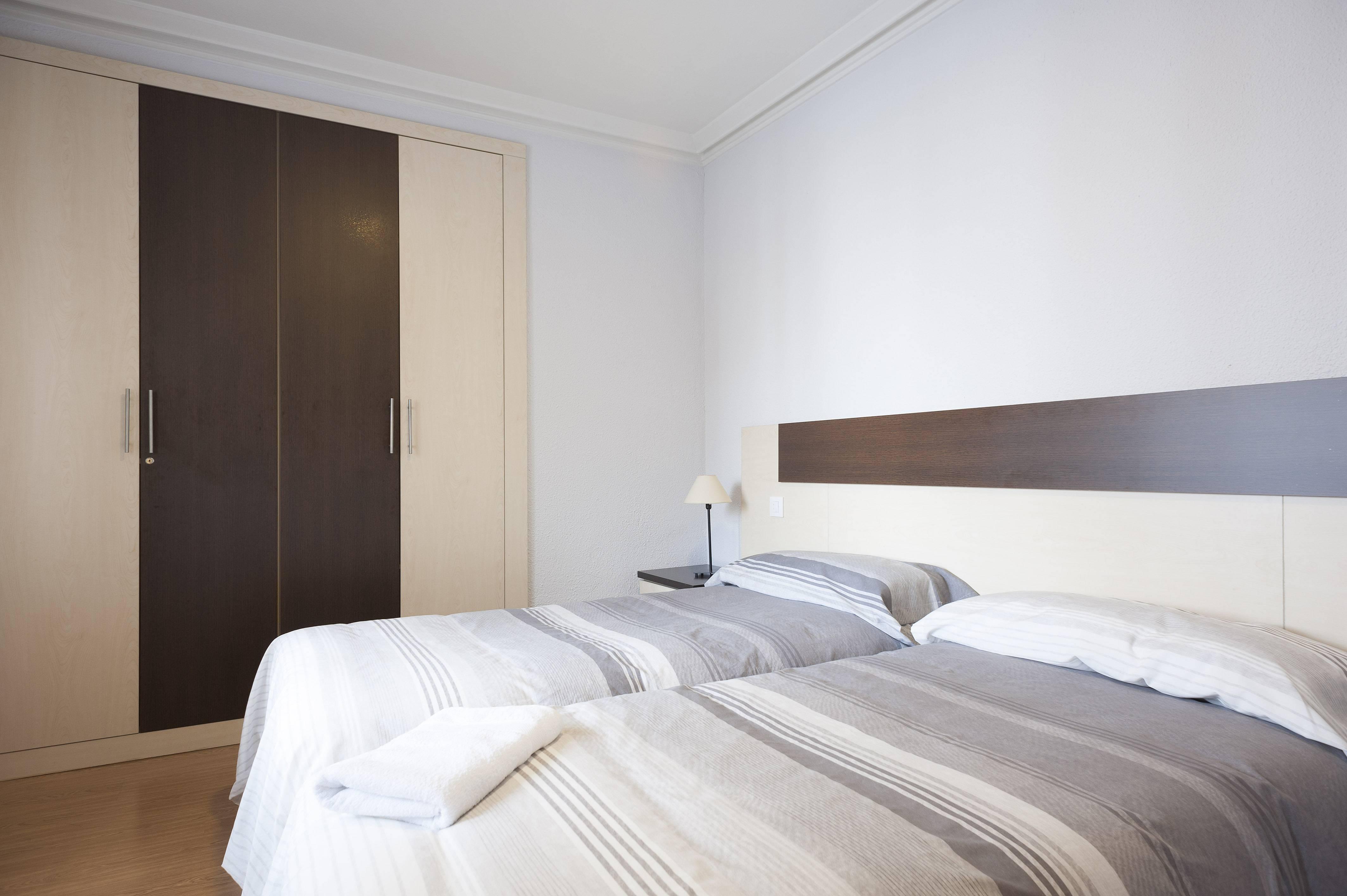 Apartamento de 3 habitaciones en madrid centro madrid for Habitaciones en madrid