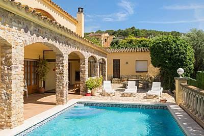 Gran casa con piscina privada y bonitas vistas Girona/Gerona