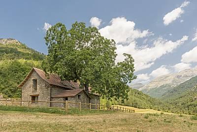 Borda Pirenaica rehabilitada en Valle de Hecho. Huesca