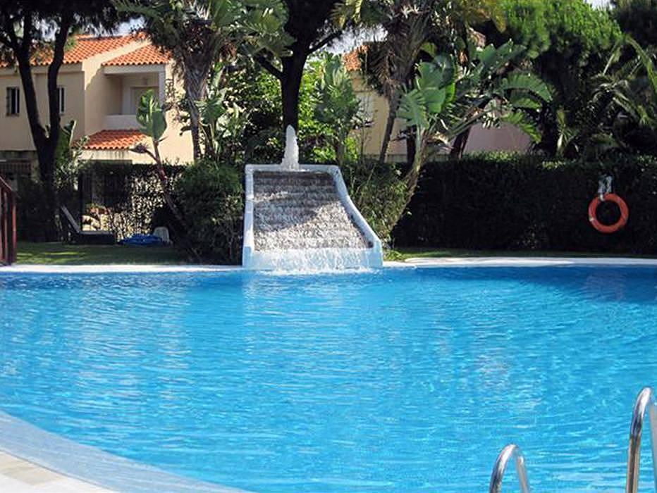 Chiclana casas adosadas 100m playa barrosa piscina for Piscinas chiclana