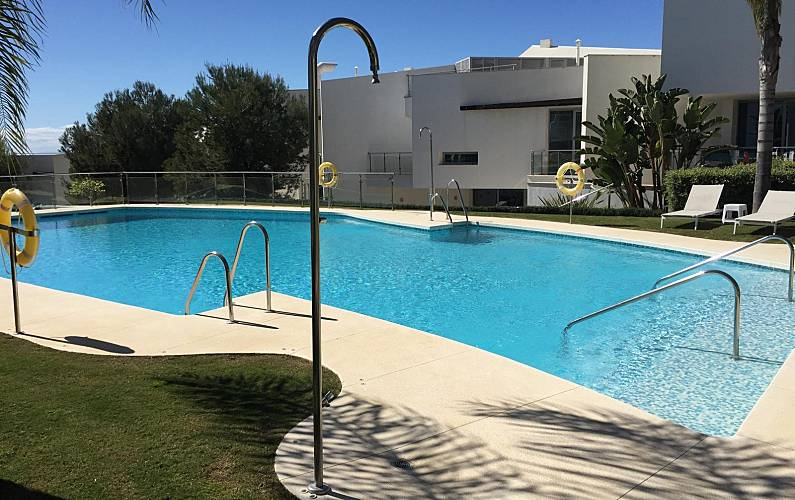 Villa en location marbella cerros del lago ist n for Chauffage piscine russe