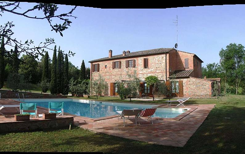 3 appartamenti in agriturismo con piscina fattoria amorosa sinalunga siena - Agriturismo con piscina siena ...