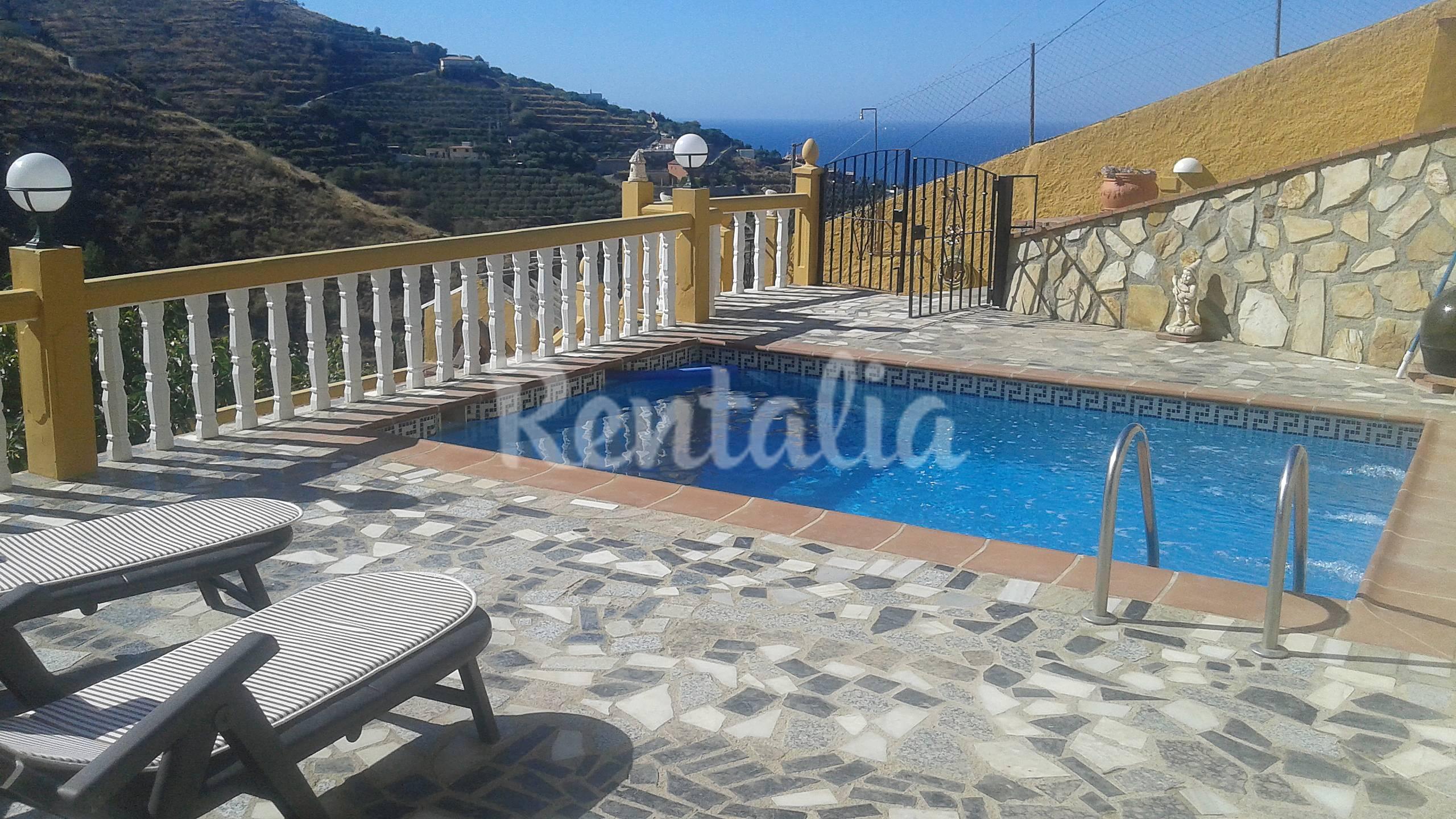 Cortijo con piscina privada y vista al mar velilla for Piscina publica alhendin granada