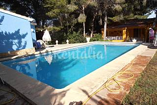 Villa with 3 bedrooms only 1000 meters from the beach Alicante