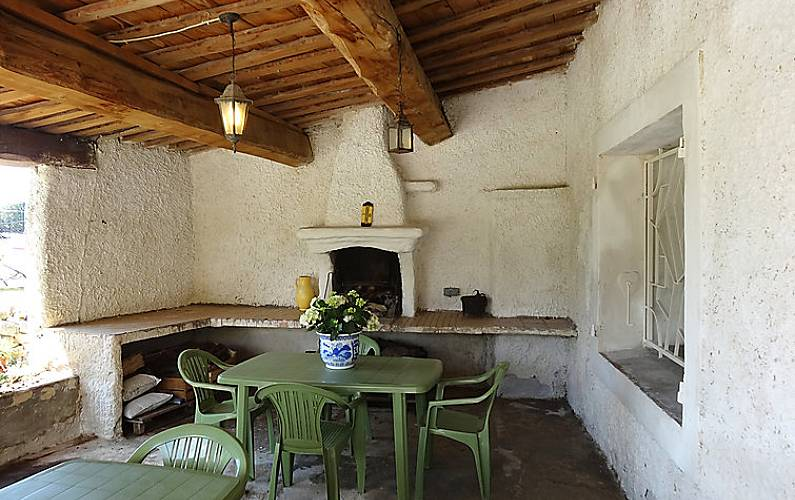 Casa in affitto con piscina pernes les fontaines vaucluse for Piani di casa di campagna francese con veranda