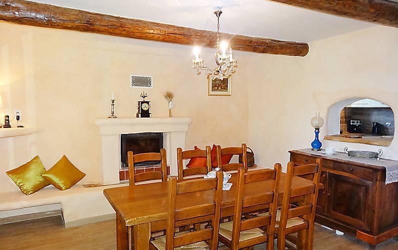 Casa in affitto con piscina pernes les fontaines vaucluse for Piani di casa francese in tudor