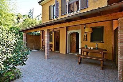 Appartamento in rustico con parco e piscina. Lucca