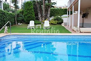 Villa with 5 bedrooms only 950 meters from the beach Barcelona
