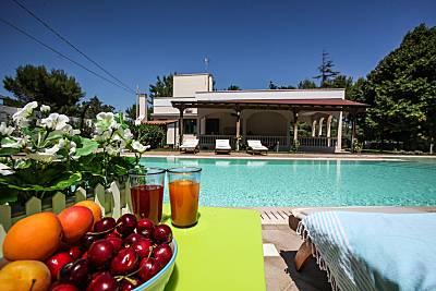6 + 4 con piscina, tenis,jardín, juegos, wifi,a/c  Lecce