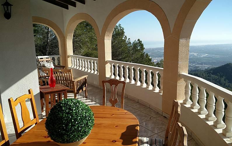2 appartements pour 10 14 personnes avec piscine oliva for Piscine jardin valence