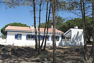 Villa for 6 people only 350 meters from the beach Setúbal