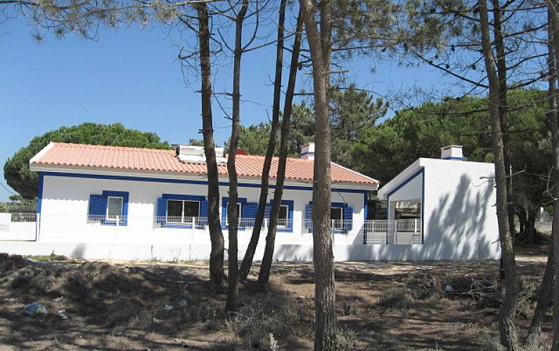 Villa for 6 people only 350 meters from the beach Setúbal - Outdoors