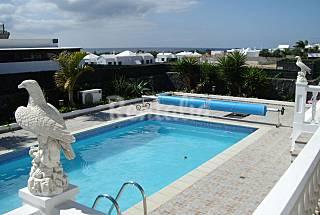 Vistas al mar Piscina climatizada 500m de la Playa Lanzarote