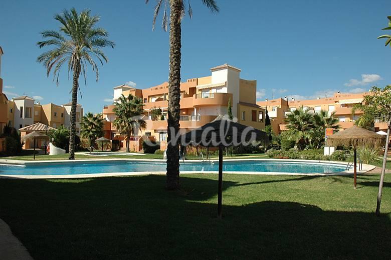 8 apartamentos en urbanizacion nudista a 100 m playa for Apartamentos en vera almeria