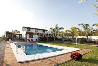 Villa for 7-9 people 2.5 km from the beach Málaga
