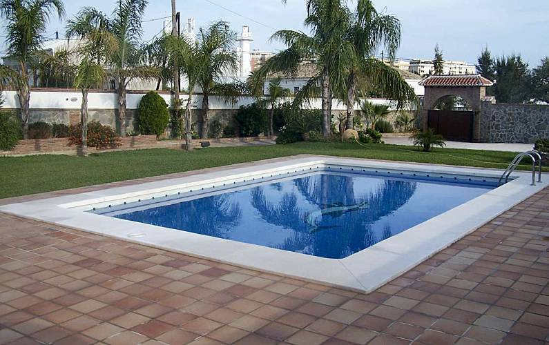 Villa pour 7 9 personnes 2 5 km de la plage mijas golf for Villa malaga piscine