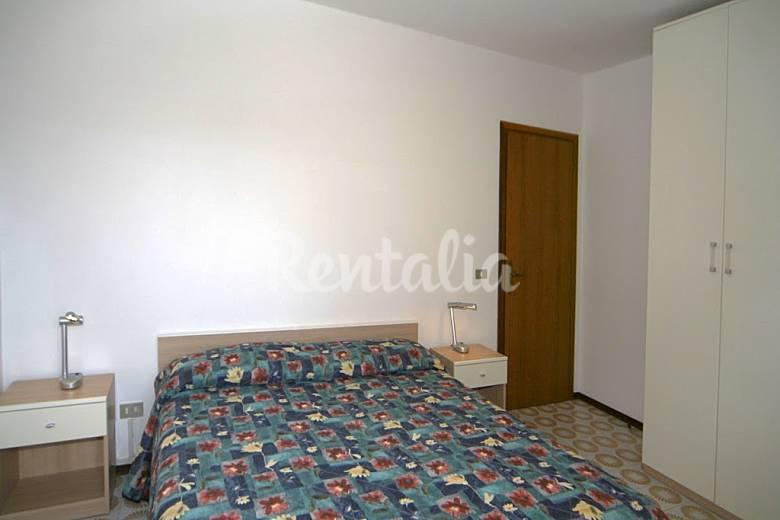 Dormitorio Udine ~ Apartamento para 4 personas en Friuli Venecia Julia Pineda (Lignano Sabbiadoro Udine) Alpes
