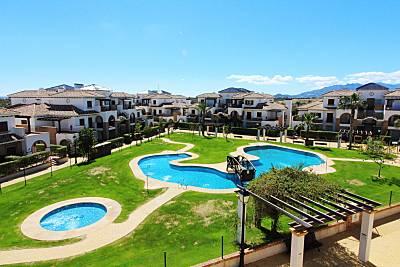 Ático con WiFi, piscina comunitaria y climatizada Almería