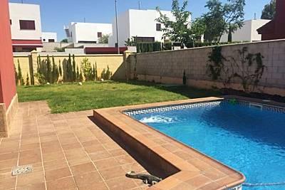 Estupenda casa Sevilla Cerca Metro, Piscina Jardin Sevilla