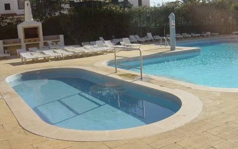 Apartment with pool garden and restaurant albufeira for Pool garden restaurant