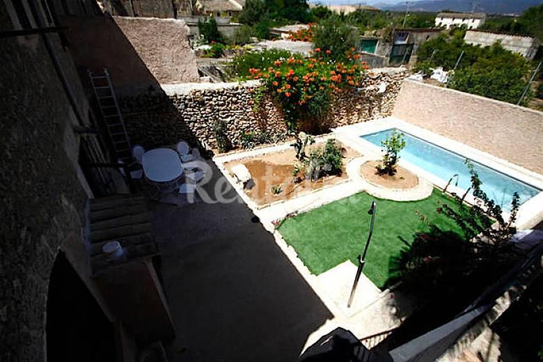 Pintoresca casa t pica mallorquina con piscina biniali for Casas con piscina mallorca