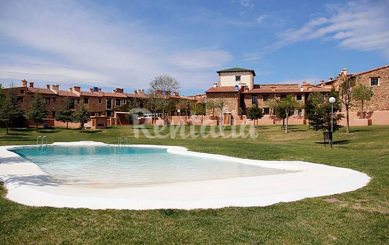 Apartamento para 4 6 pessoas com piscina los pastores for Piscina teruel
