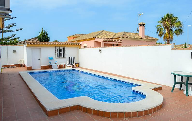 Villa para 6 8 personas piscina chiclana de la frontera c diz costa de la luz - Muebles chiclana de la frontera ...