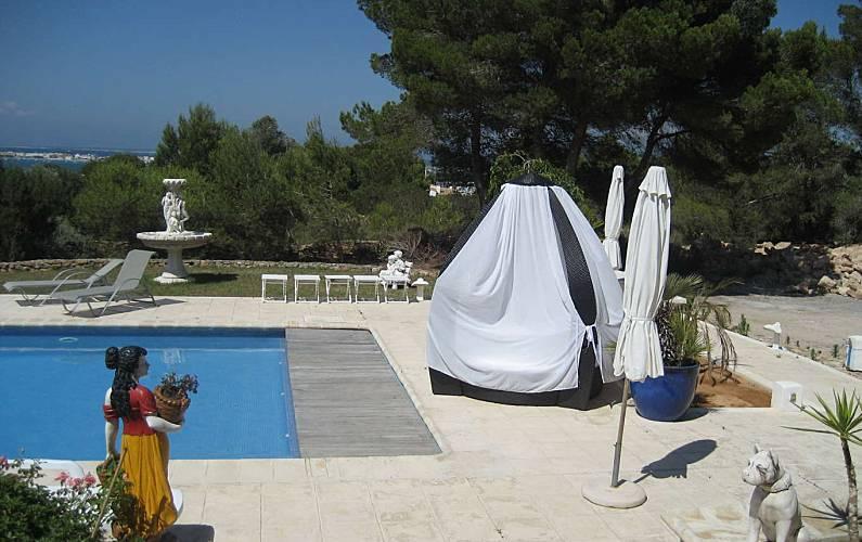 Alojamiento en formentera con piscina y vistas al mar for Alojamiento formentera