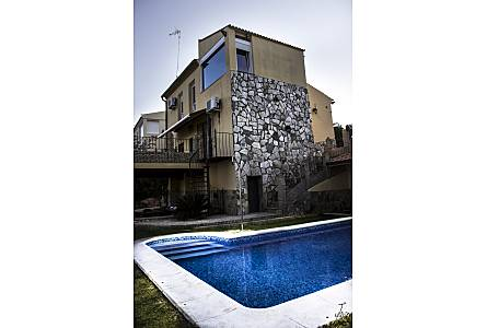 Casas de vacaciones en sierra norte de sevilla chalets for Alquiler casa con piscina sevilla