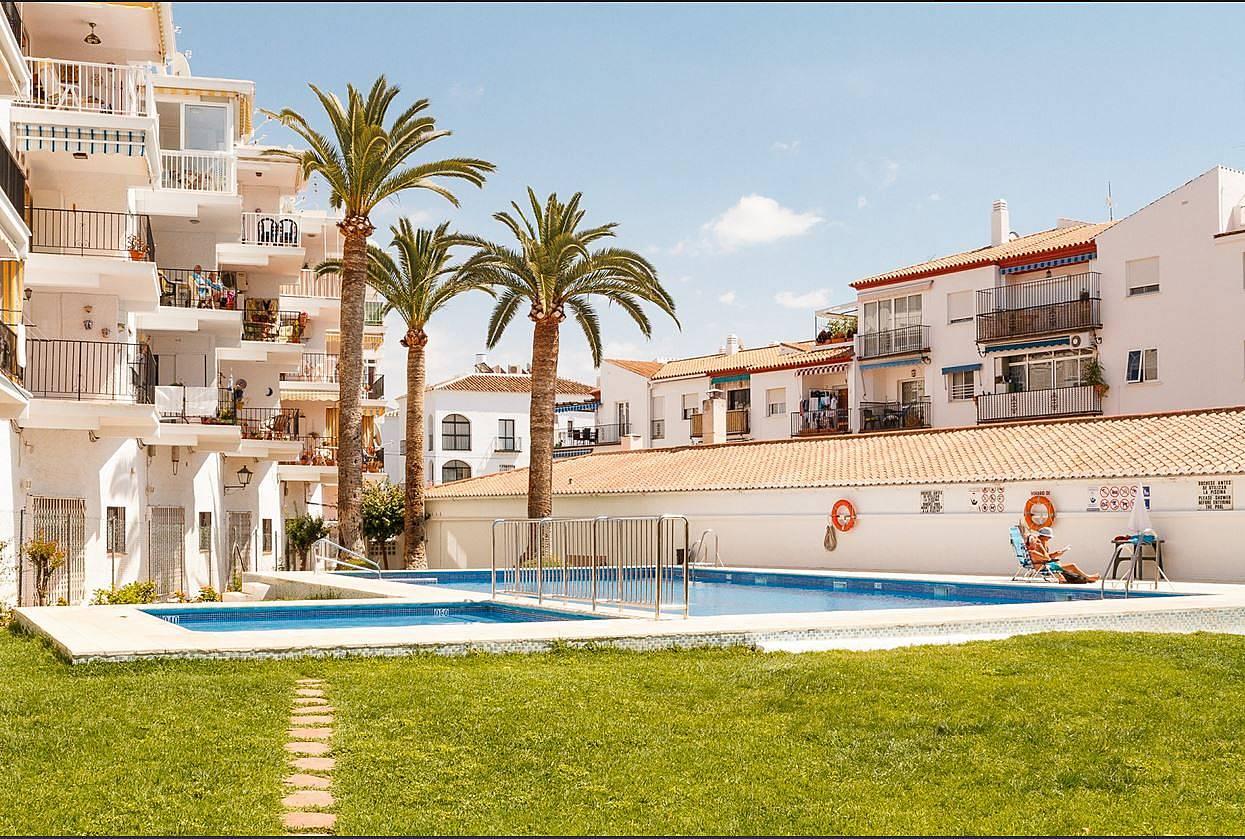 Alquiler de apartamento en nerja piscina nerja m laga for Piscina publica malaga