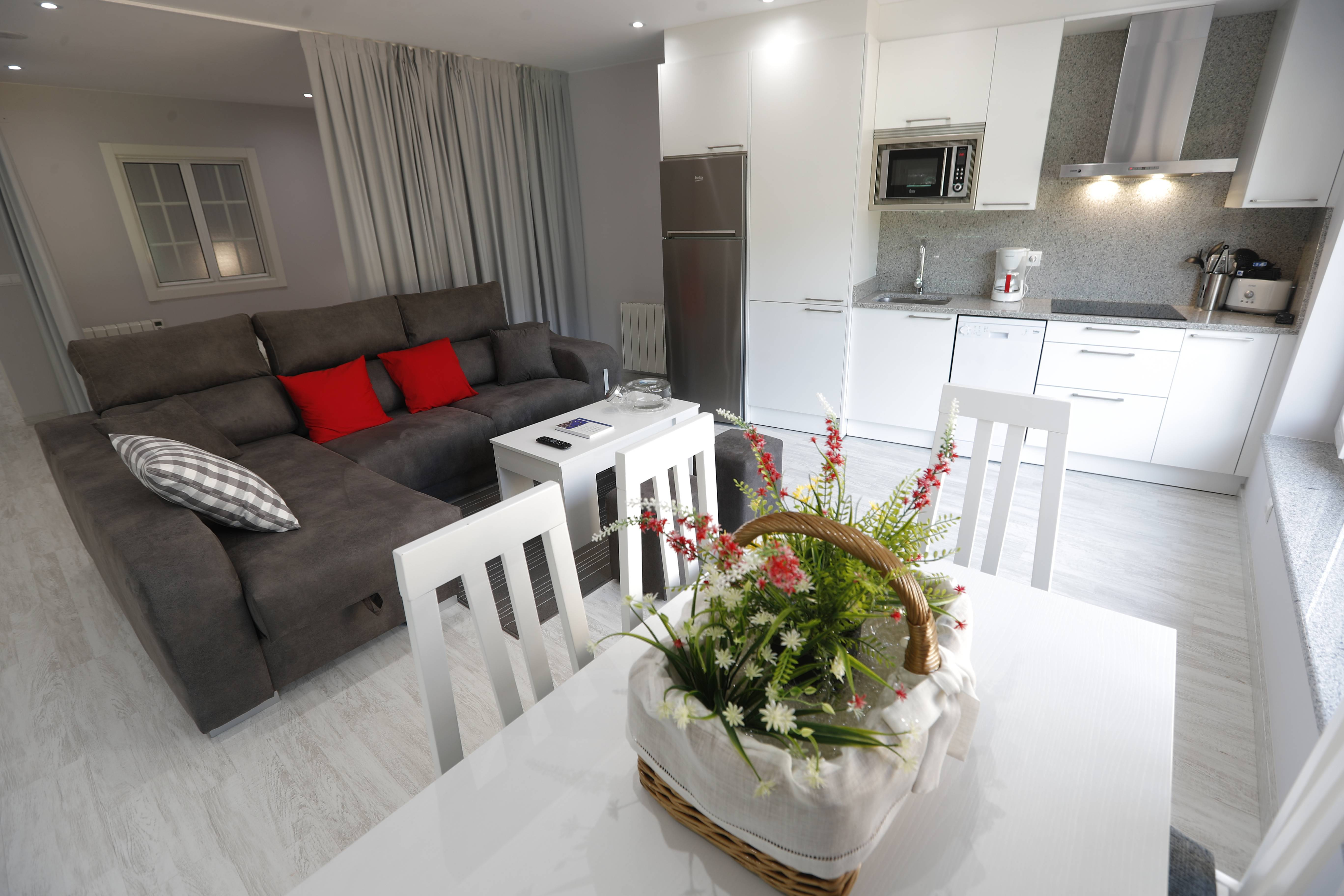 Alquiler Vacaciones Apartamentos Y Casas Rurales En Dumbr A A  # Muebles Lado Cee