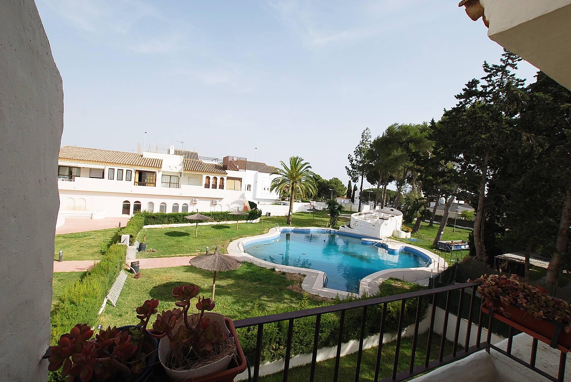 Apartamento con terraza y piscina vistahermosa el for Piscina municipal el puerto de santa maria