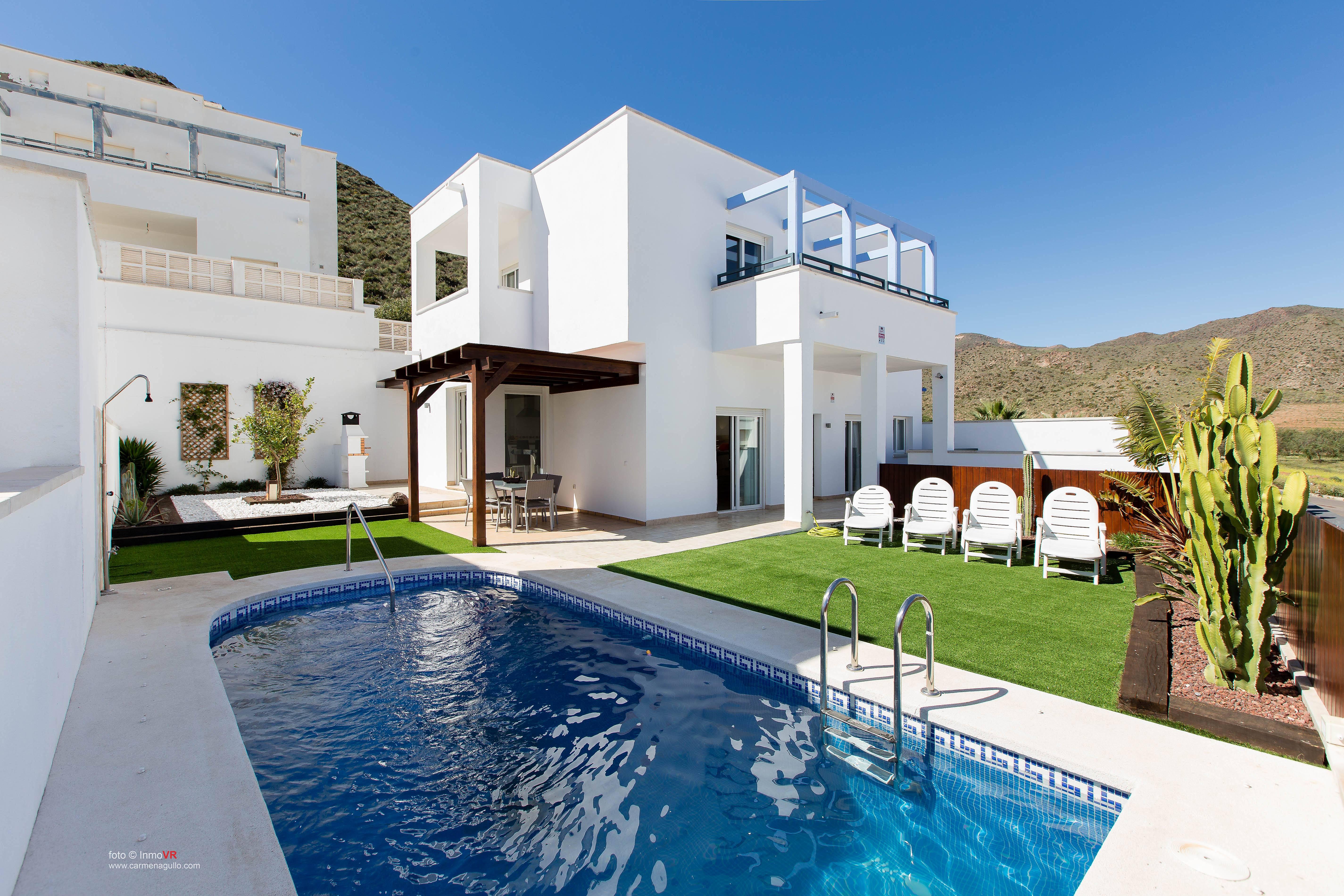 Exclusiva villa con piscina privada san jose n jar for Piscinas almeria