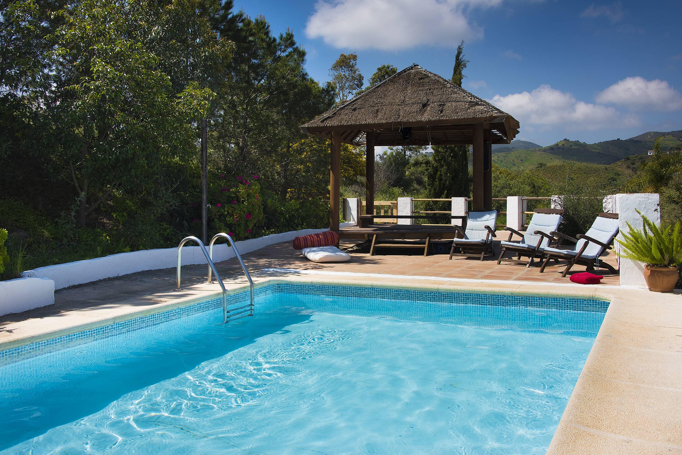 Casa para 14 personas con piscina almog a m laga for Piscina publica malaga