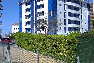Casa com 2 quartos em frente à praia Biscaia