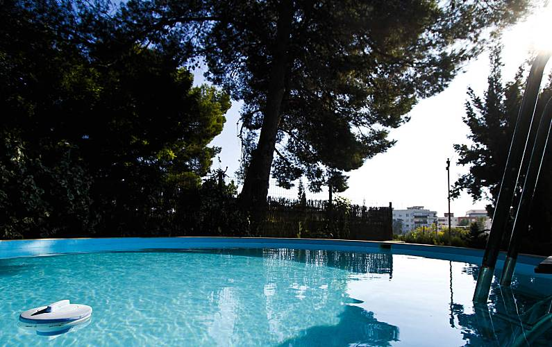 Encantadora villa en tarragona con piscina tarragona for Camping con piscina climatizada en tarragona