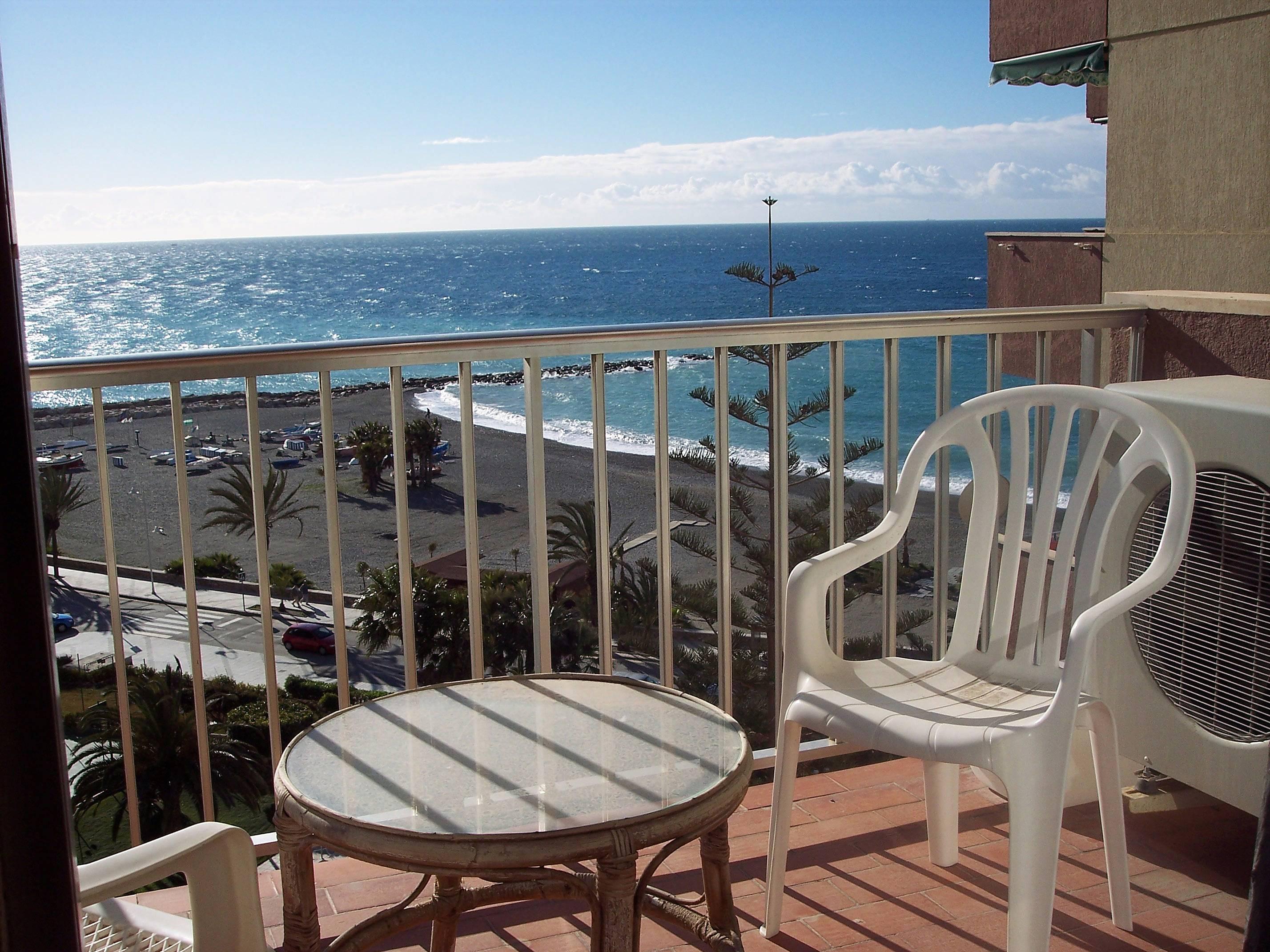 Apartamento en alquiler en 1a l nea de playa almu car granada costa tropical - Apartamentos en granada playa ...