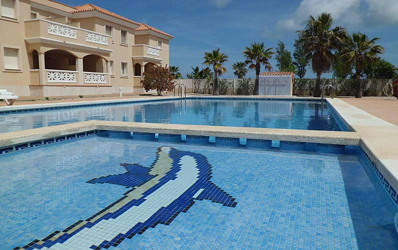 Apartamento en alquiler a 50 m de la playa riumar for Piscina amposta
