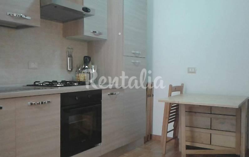 Apartamento para 2 5 personas a 400 m de la playa - Ancona cocinas ...