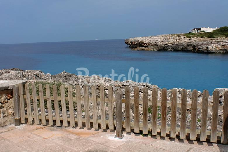 Casa junto al mar con vistas a mallorca sunset cala for Casas junto al mar