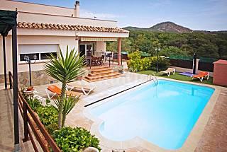 Costa Brava. 2 floors, 4 bedrooms, 2 bathrooms Barcelona