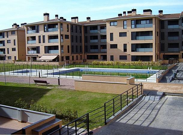 Apartamento para 6 personas ast n jaca huesca pirineos for Piscina jaca