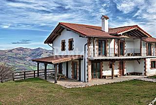 Casa de 6 habitaciones con jardín privado Navarra