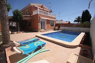 Villa de 3 habita 6-8 personas 700 m de la playa Alicante