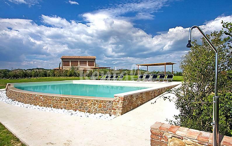 Appartamento in affitto con piscina sughera montaione for Arredo casa montaione