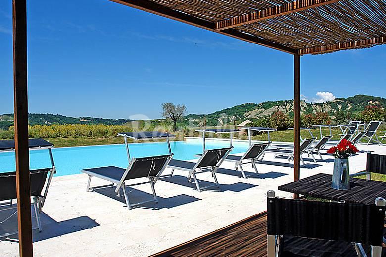 Appartamento per 6 persone con piscina sughera for Arredo casa montaione