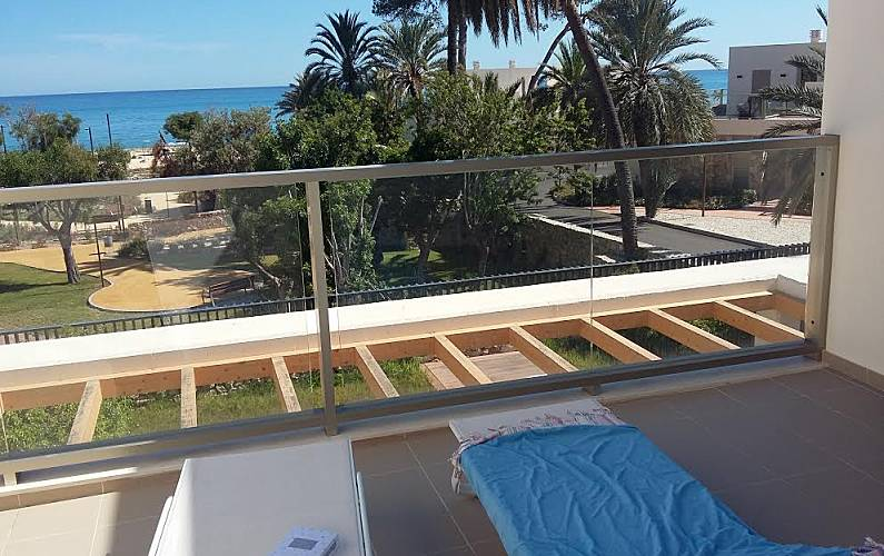 Amazing 2 Luxury Modern Beachfront Houses With Nice Views La Interior Design Ideas Inesswwsoteloinfo