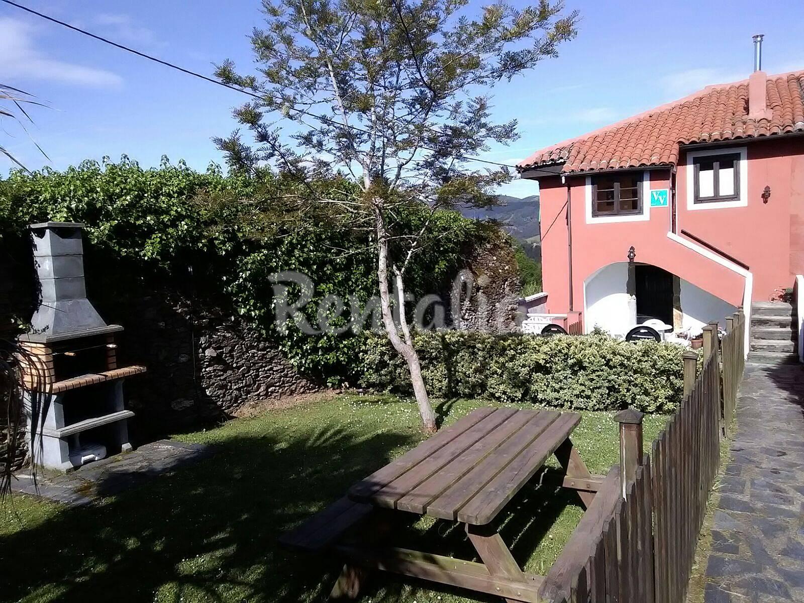 Casa con jard n san cristobal cudillero asturias for Casa jardin asturias